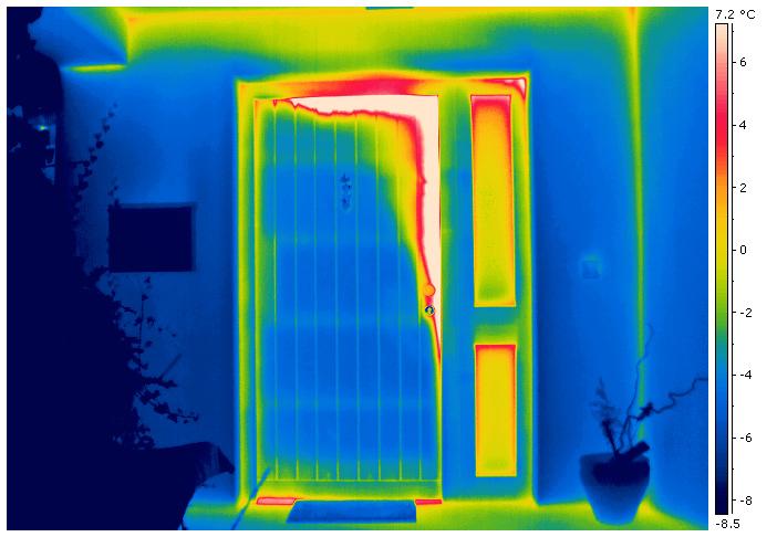 Wärmedämmung einer schlechtisolierten Eingangstür - Thermografie
